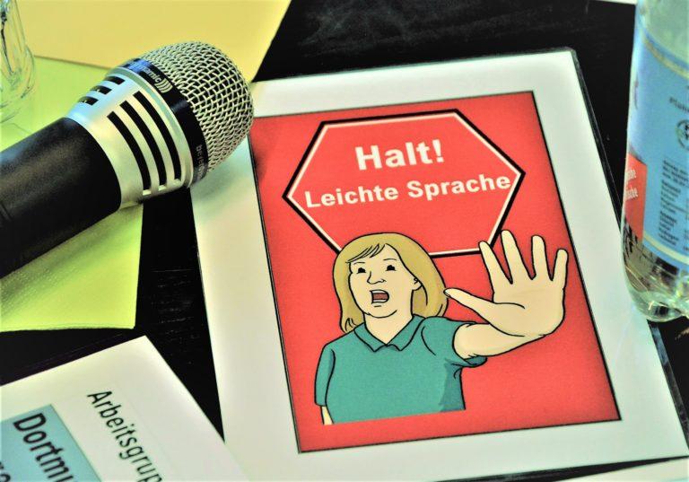 """Bild von Hinweisschild """"Halt! Leichte Sprache"""""""